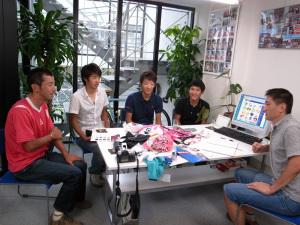 『EQA・梅丹本舗・グラファイトデザイン』の4選手が来社されました
