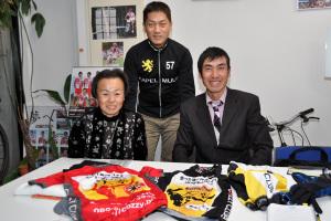 左から大沢さん、当社代表中田、サイクルライフ・プロデューサー相沢康司さん